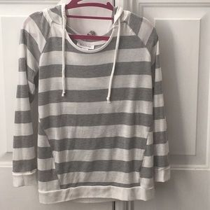 Hooded 3/4 sleeve maternity top super soft